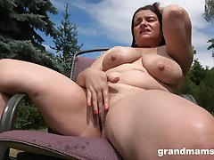 Horny milf masturbates in the garden approximation about everlasting penis