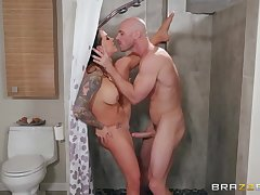 Curvy tattooed pornstar Karmen Karma fucks in a shower