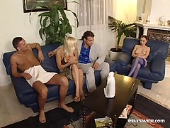 Jessica And Britnee Have A double-penetration Group - ANALDIN