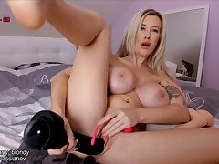 Be in charge big butt blonde plays with deviating sex toys