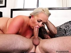 Australian BBW with big confidential gives blowjob