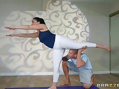 Stub yoga class Mandy Muse please her friend's dick on be passed on floor